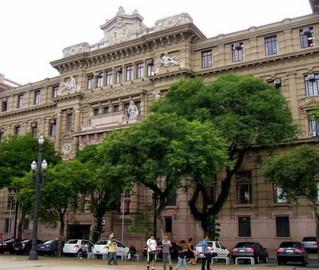 """Exceção aberta a um certo """"abono de permanência"""" permite que haja no TJ de São Paulo magistrados que ganham bem acima do teto constitucional"""