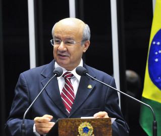 Acordo feito por José Pimentel possibilitou a derrota de emendas que obrigariam o retorno do projeto da Funpresp para a Câmara - Geraldo Magela/Senado