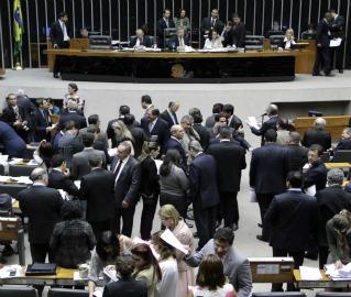 A Câmara retorna ao trabalho após o recesso com a mesma rotina de pauta trancada por MPs
