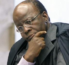 Joaquim Barbosa determinou aos réus que entregassem seus passaportes preocupado com a possibilidade de fuga do país