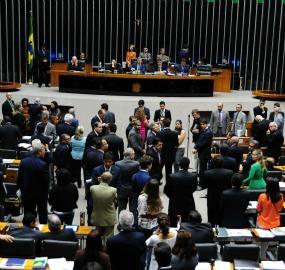 Medida dividiu plenário: delegados ocupariam todos os comandos da PF