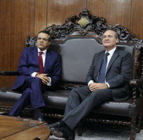 Henrique Alves e Renan Calheiros se reúnem hoje para definir pauta do Congresso