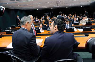 Sem críticos e sem barulho, tudo transcorreu como queria Feliciano (direita)