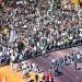 Centenas de pessoas chegam ao estádio Mané Garrincha na manhã deste sábado