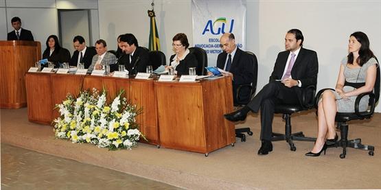 AGU representa a União e presta consultoria e assessoramento jurídico ao Planalto