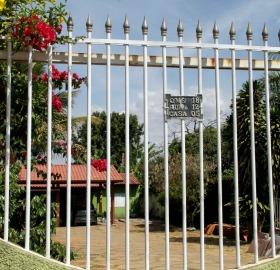 Empresa de Parmênio está registrada no endereço de seu sogro, onde ele também mora. Locadora não tem garagem própria