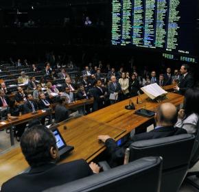 Henrique Alves durante o discurso de Natan Donadon na Câmara