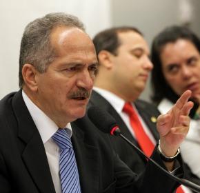 Segundo o ministro do Esporte, clubes devem aproximadamente R$ 4,8 bilhões