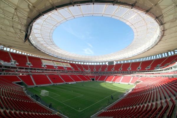 Estádio de Brasília custou R$ 1,4 bilhão, enquanto em Porto Alegre (RS) o gasto foi só um terço disso