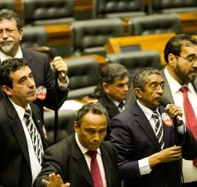 Metade da bancada petista na Câmara recebeu doações de assessores. Deputados negam coação
