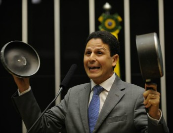 "Panelaço: ""FHC é litúrgico"", diz Bruno Araújo"