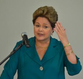 Em entrevista, Dilma defendeu o ministro da Fazenda e disse ser contra redução da maioridade penal