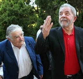 """""""Uma ovelha negra no poder"""": autores dizem que Mujica sempre teve Lula como """"padrinho"""""""