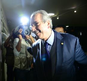 Cunha ganha sobrevida com decisão de seu vice na Câmara