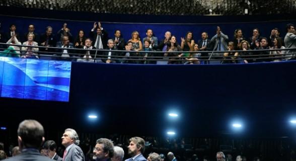 Servidores lotaram as galerias do plenário para acompanhar a votação