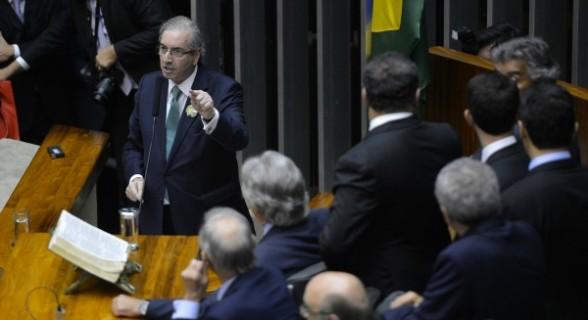 Embora enfraquecida, tropa de choque de Cunha ainda atua na Câmara