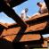 Adilson e Josenilson mostram os buracos na ponte (Lúcio Vaz/Congresso em Foco)