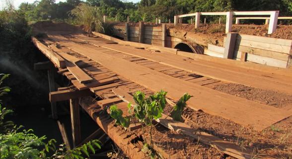 pontes da morte - foto 1 Marcelândia - Ponte sobre o rio dos Patos, abandonada após o acidente
