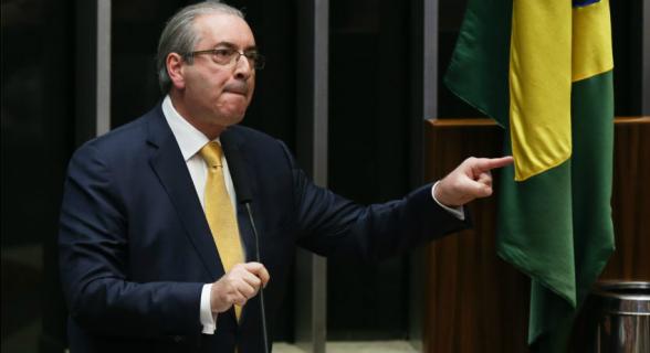Cunha cai atirando e preocupa governo Temer