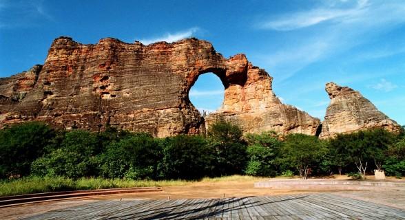 Pedra Furada e sem fundos: formação geológica é um dos cartões postais da unidade de conservação