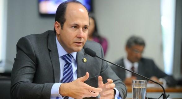 Ex-senador contabilizou 41,1% de ausências em votações do primeiro semestre