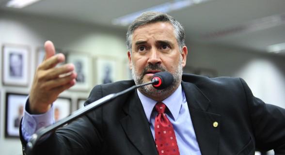 Paulo Pimenta vê excesso na prisão de Mantega no Hospital Albert Einstein
