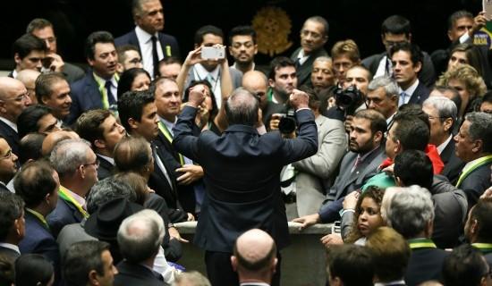 O exemplo de 17 de abril: como se vê na foto da votação do impeachment de Dilma na Câmara, maioria absoluta na política é formada por homens brancos