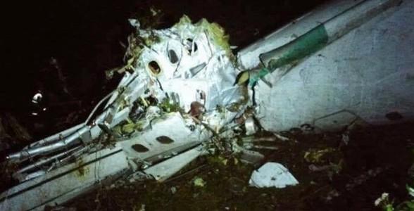 Destroços do avião que transportava a equipe da Chapecoense perdeu contato com a torre quando se preparava para pousa em Medellín