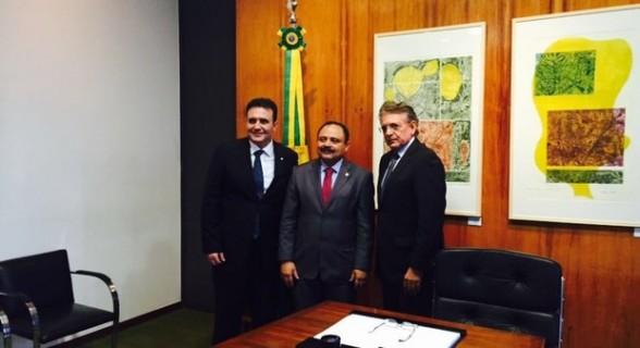Bertoldi, Waldir Maranhão e Pauderney Avelino na breve cerimônia de posse na Câmara