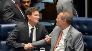 Crivella e Renan, na Mesa do plenário: ex-aliados de Dilma