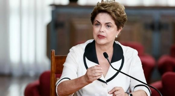 Ex-presidente vive sozinha em um apartamento de mais de 130 metros quadrados em Porto Alegre.