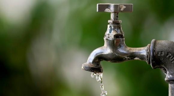 Com baixo nível dos reservatórios, capital amarga racionamento de água
