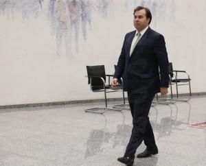 Rodrigo Maia ocupa cargo desde que Michel Temer viajou para Portugal