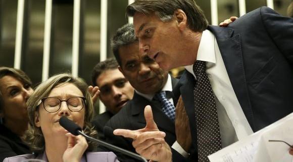 Bolsonaro discute com deputada Maria do Rosário