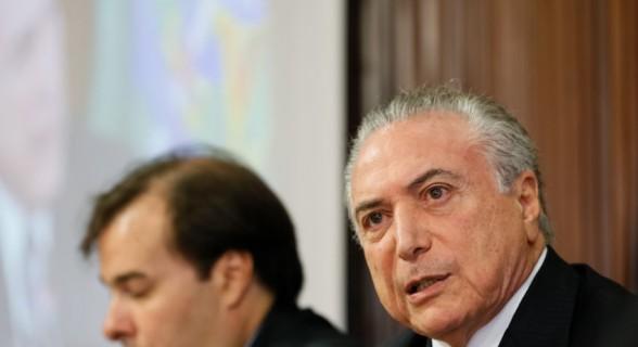 """Michel Temer ressalta que renegociação só valerá com contrapartidas. Enquanto isso, Rodrigo Maia enxerga """"problemas"""" para aprovação do texto"""