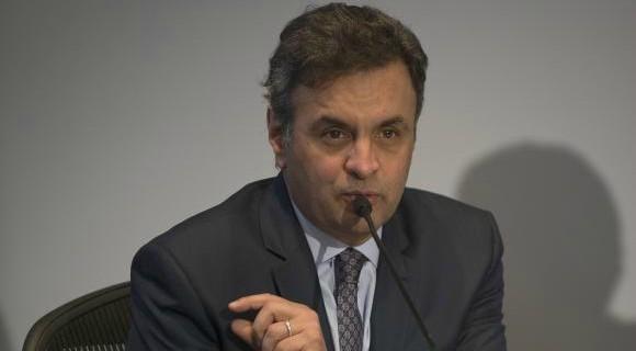 """Aécio se defende e diz que """"solicitou, como dirigente partidário, apoio para inúmeros candidatos de Minas e do Brasil a diversos empresários, sempre de acordo com a lei"""""""