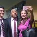 Selfies e mensagens para visitantes da Câmara são comuns no cotidiano do parlamentar. Aqui, conterrâneos cearenses festejam o deputado