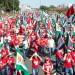 Manifestantes seguem pela Esplanada dos Ministérios