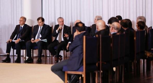 Com o desembarque do PSDB, Temer deve fazer reforma ministerial em dezembro
