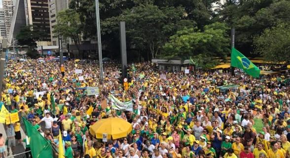 Manifestantes encheram apenas uma quadra da Paulista