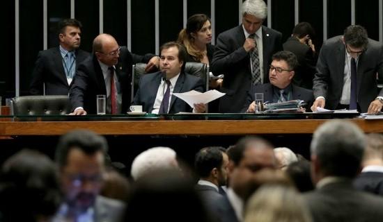 Deputados contrários à matéria continuarão pressionando Maia nos próximos dias