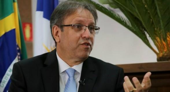 Governador do Tocantins é acusado de receber R$ 1 milhão em caixa dois durante a campanha de 2014