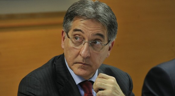Governador recebeu R$ 3,2 milhões com firmas fantasmas e mais R$ 2,8 milhões com ajuda da mulher