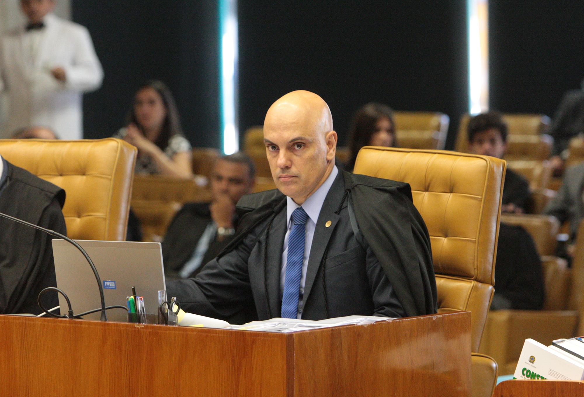 Comissão aprova mandato de 10 anos para ministros de tribunais superiores