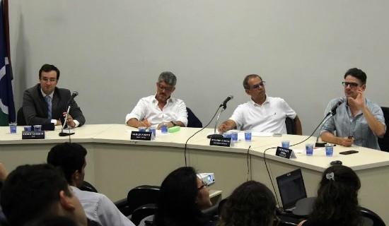Da esquerda para a direita, Pablo Cesário, Saulo Porto, Sylvio Costa, mediador do evento, e Cristiano Ferri