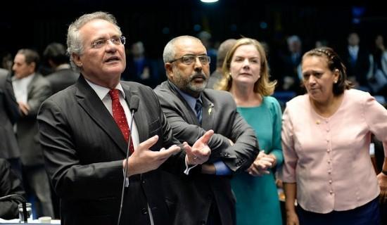 Renan entoa discurso alinhado à bancada petista, que ouve sua fala em plenário