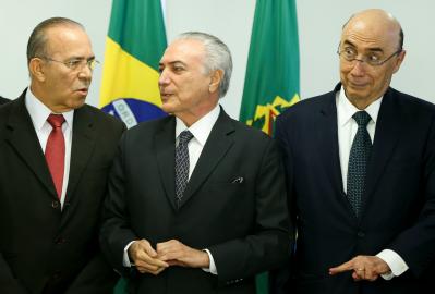 Entre Padilha e Meirelles, Temer tem desrespeitado os propósitos da Constituinte de 1988, avalia colunista