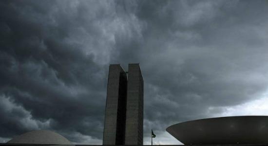 """Parlamentares encaram mais uma semana de pauta cheia com tempo """"fechado"""" no Congresso"""