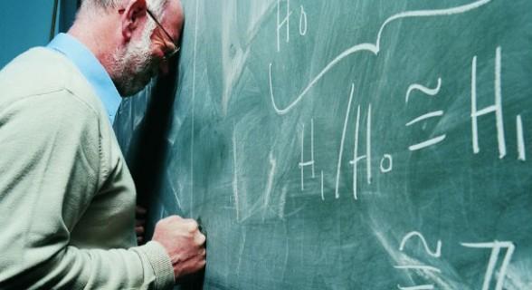 """""""A cada sete minutos um professor é agredido lá no Reino Unido"""""""