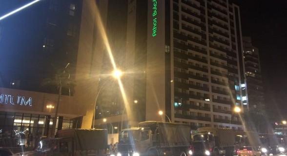 Agentes das Forças Armadas já se dirigiam à Esplanada dos Ministérios no início da noite de quarta (24). Por decreto, efetivo ficará até dia 31 de maio